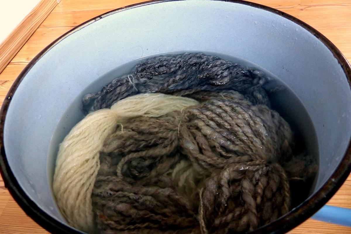 Wolle spinnen mit dem Spinnrad Wolle waschen
