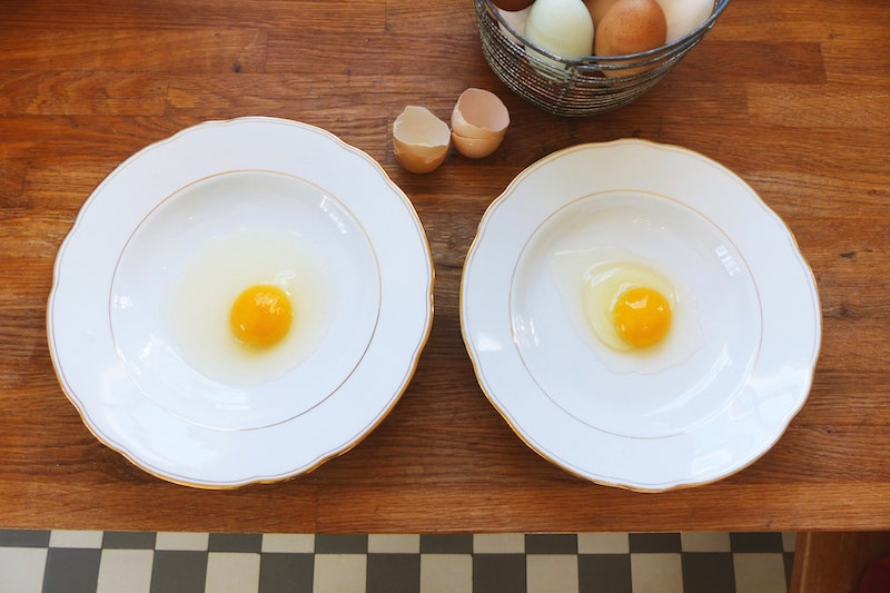 """Eier haltbar machen: Vergleich frisches und """"altes"""" Ei"""