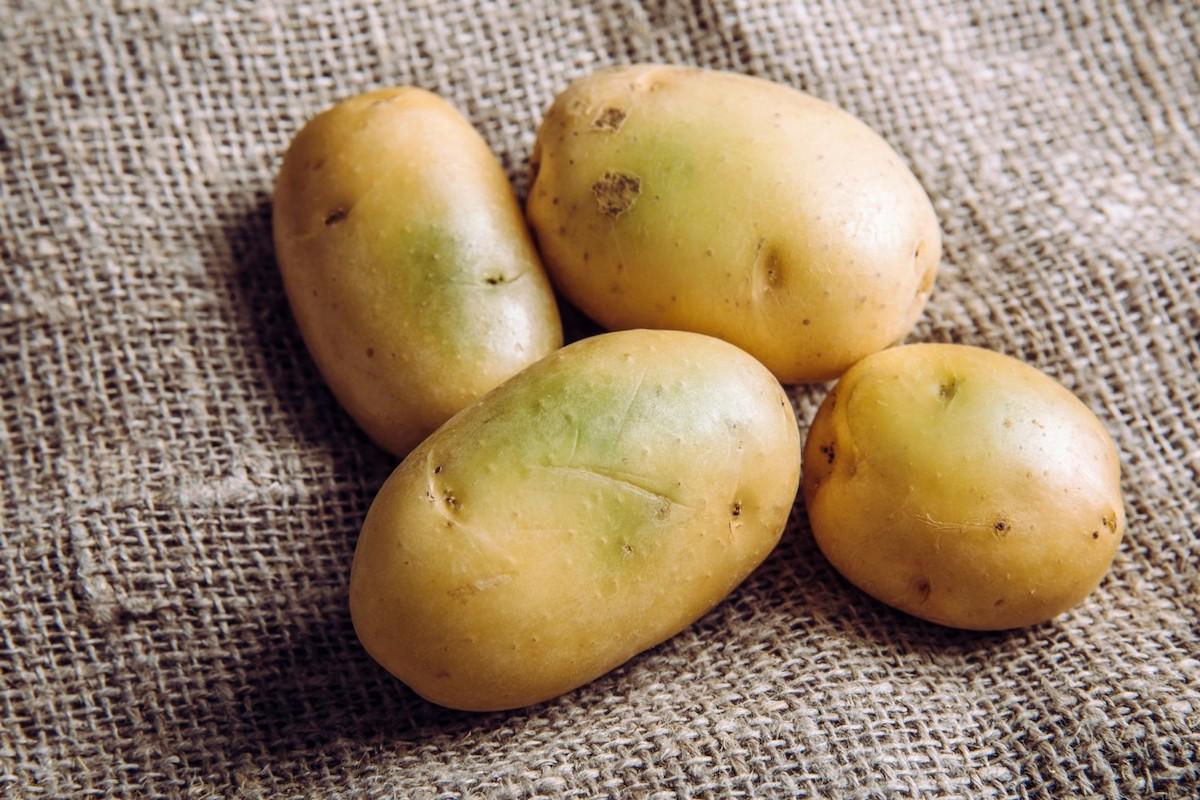 grüne Kartoffeln in gelbe verwandeln